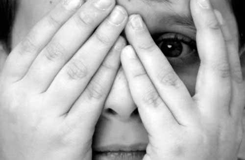 Люди испытывают страх из-за стресса